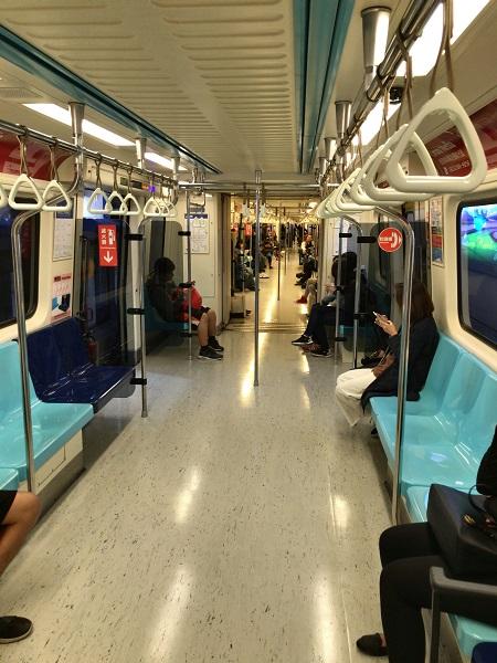 MRT南板線の車内
