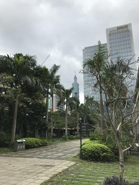 松山文創園区から台北101を望む