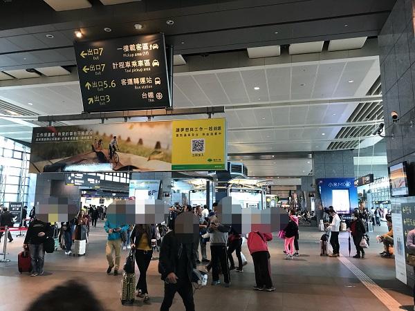 在来線の台湾鉄道に乗り換え
