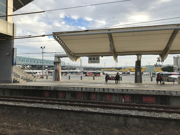 新烏日駅のホーム