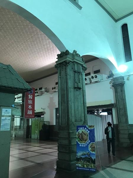 台中駅の構内