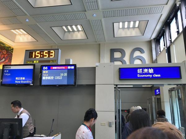 キャセイパシフィックCX522便で成田空港へ