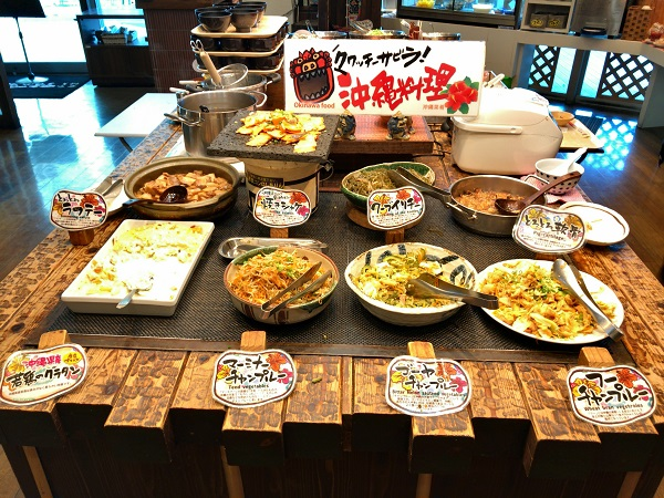 たくさんの沖縄料理がお出迎え