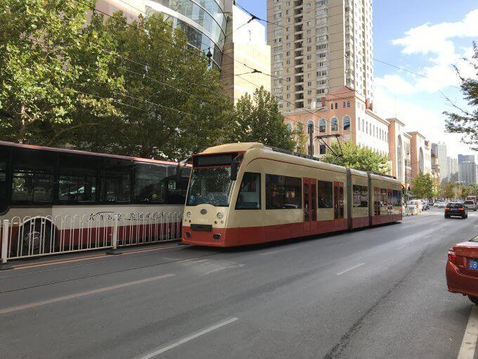 路面電車とバス