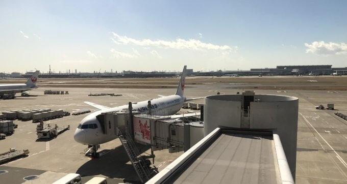 サクララウンジから飛行機を眺める