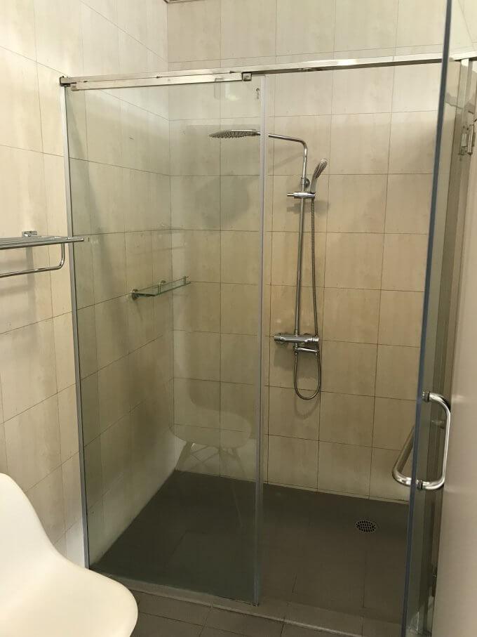 シャワーブースの様子