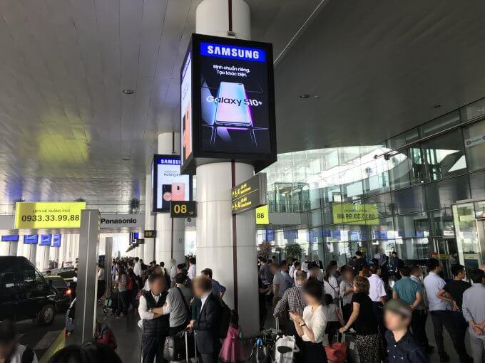 ノイバイ空港は大混雑