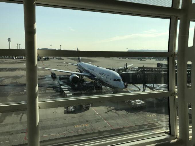 往路に乗る飛行機