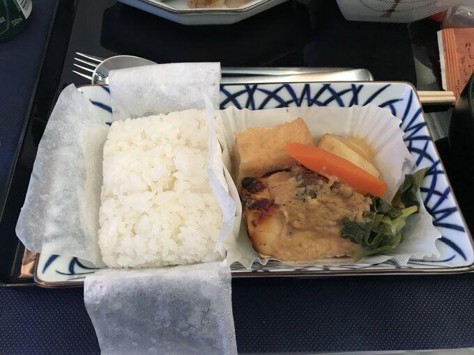 往路機内食4