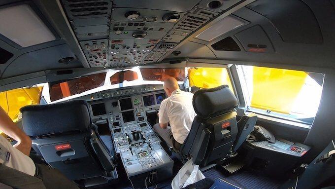 ハワイアン航空A330のコックピット